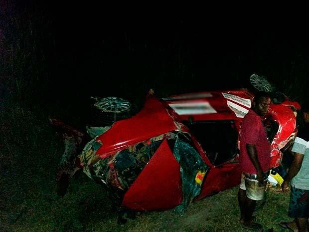 Mulher morre e quatro ficam feridos após acidente perto de Jaguaquara, no sudoeste da Bahia (Foto:  Fabiano dos Santos/Site Binho Locutor)