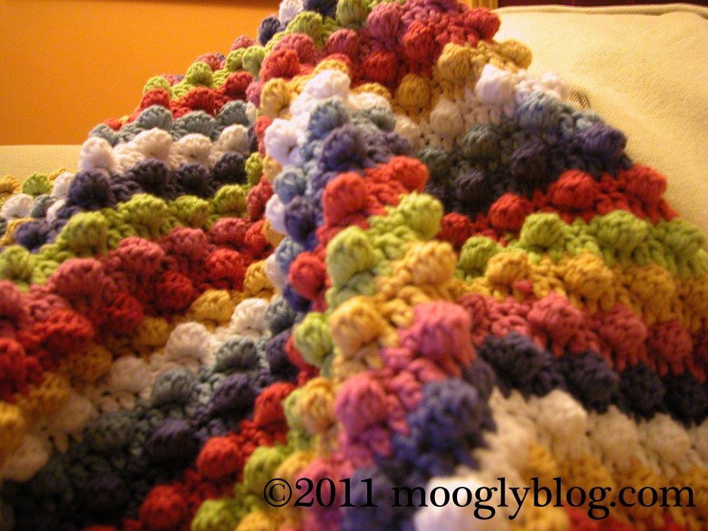 free crochet baby blanket pattern, striped, bobbles