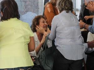 A esposa, dona Ana, estava muito abalada pela morte de Osvaldo Coelho (Foto: Amanda Franco/ G1)