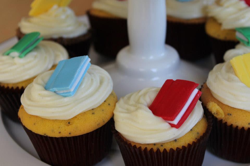 Risultati immagini per cupcake and books