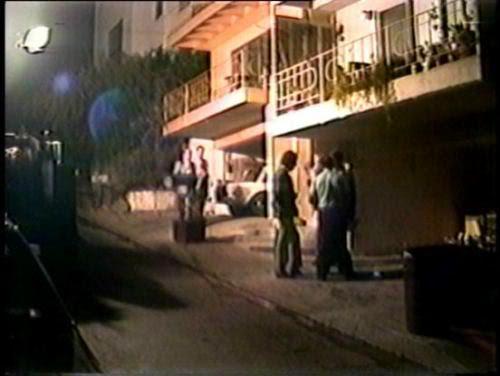 PoliceOutsideWonderlandHouse-vi