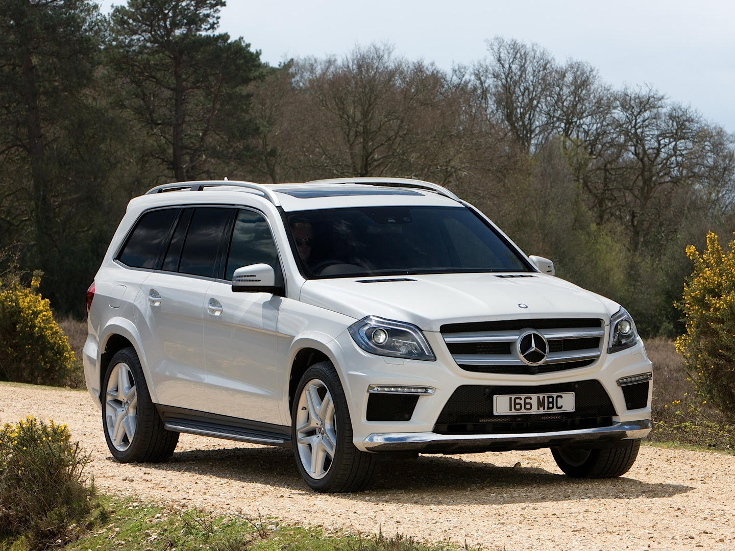 Mercedes-Benz GL-Class Reviewed by CarBuyer - autoevolution