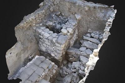 Megiddo tomb treasure 400