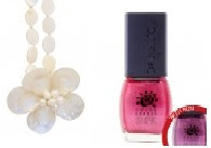 necklacewhite Nail polish