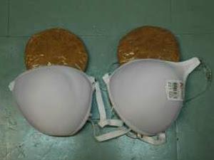 Cocaína foi colocada no fundo falso de sutiãs (Foto: Divulgação)