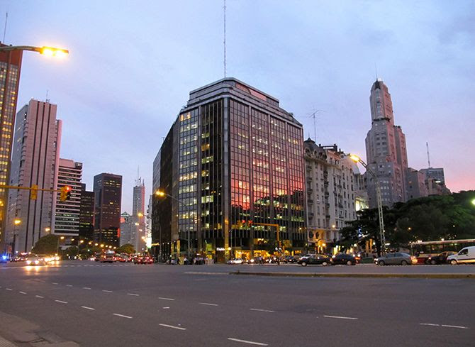 photo BuenosAires-Centre-Avenue-Argentine_zpse72e5d80.jpg