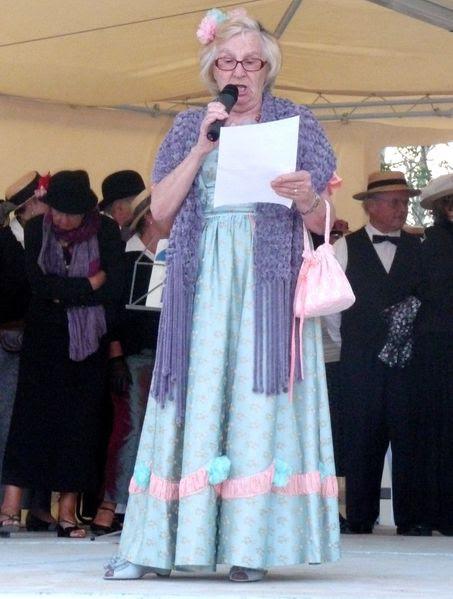 Sylviane Boutet célèbre Ronce en chantant
