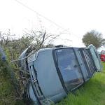 Un véhicule percute un poteau après une sortie de route