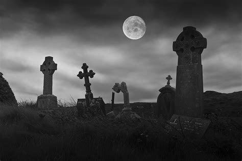 Nachts auf dem Friedhof Foto & Bild   emotionen, angst