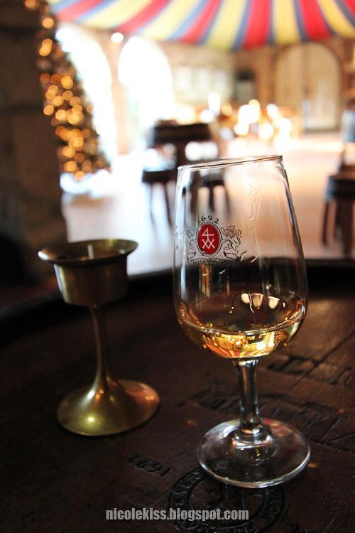 glass of white port