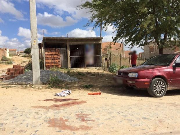 Quádruplo homicídio foi registrado em um loteamento do Bairro Maria Auxiliadora, em Caruaru (Foto: Magno Wendel/TV Asa Branca)
