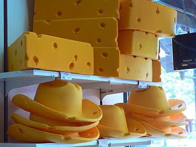 cheese hats in wisconsn.jpg