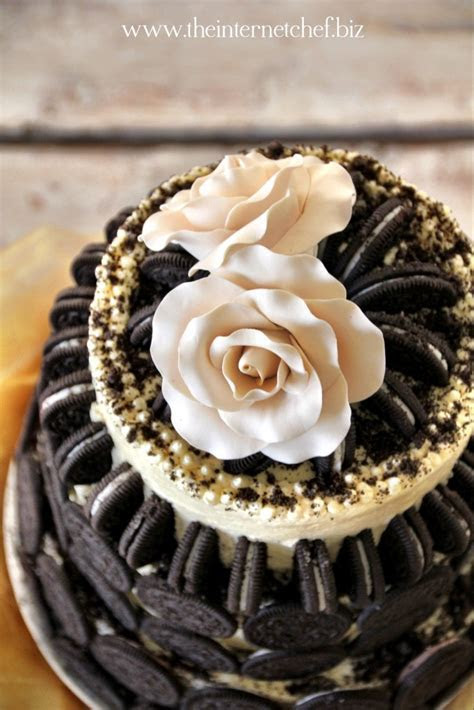 Meet the ?Oreo Cookie & Toblerone Wedding Cake?   The