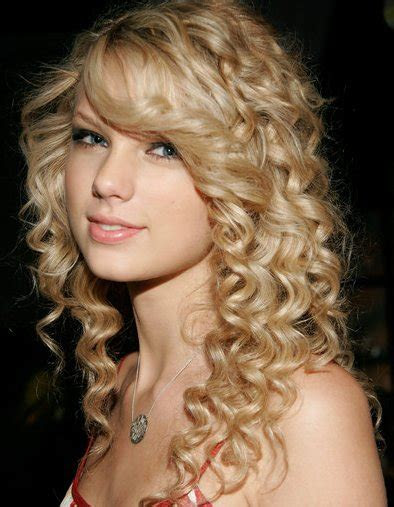 taylor swift hairstyles  curly hair