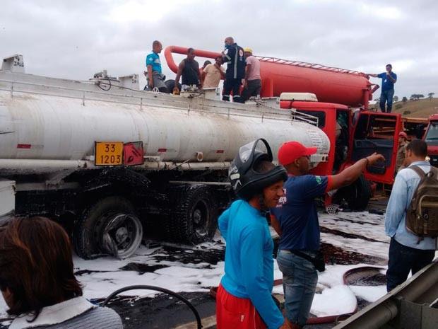 Acidente na BR-101 (Foto: Carlos José/ Site Voz  da Bahia)