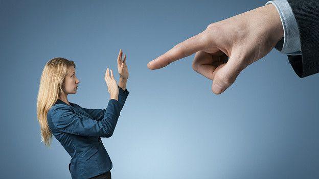 Некоторые боссы держат всех в ежовых рукавицах. Но страх дает о себе знать и отравляет рабочую атмосферу