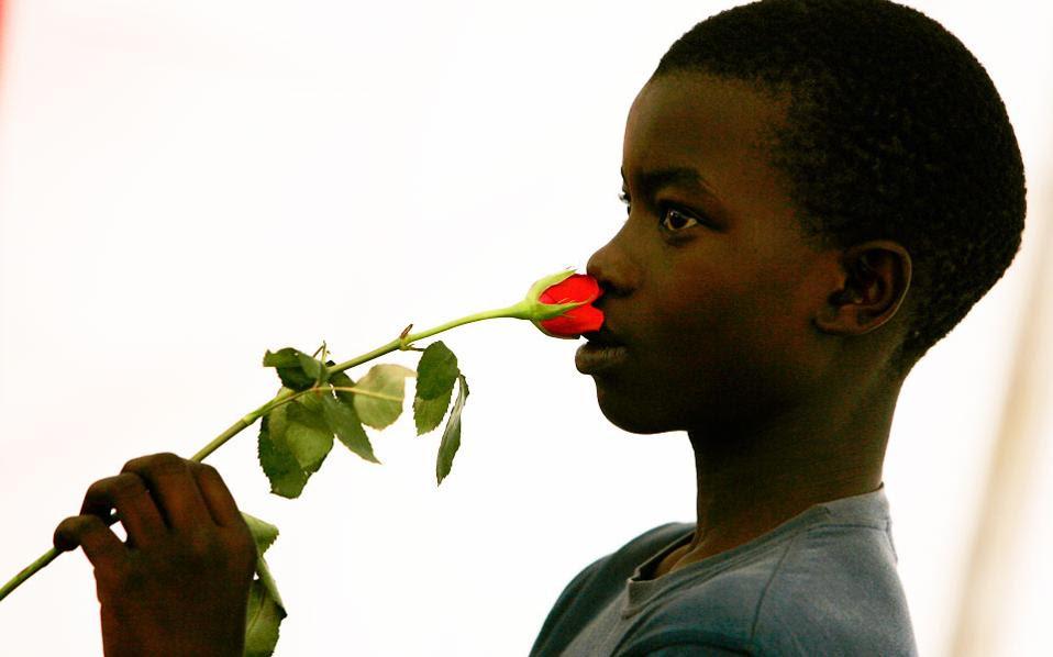 Η ευτυχία μεταδίδεται διά της οσμής, όπως και τα αρνητικά συναισθήματα. Ο άνθρωπος είναι κοινωνικό ον, που μοιράζεται τα συναισθήματά του με περισσότερους τρόπους από όσους γνώριζαν έως τώρα οι επιστήμονες.