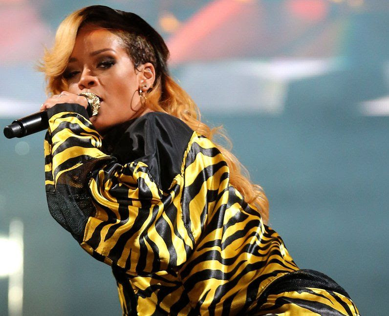 Rihanna : T In The Park 2013 photo rihanna-on-stage-at-t-in-the-park-2013-1373754086-view-0.jpg