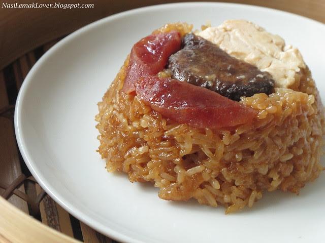 Lo Mai Kai (steamed savoury glutinous rice with chicken)