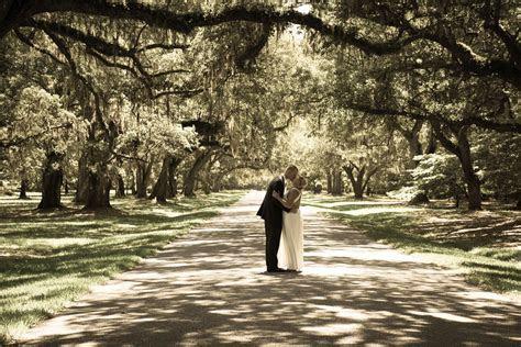 Avenue of oaks at Mepkin Abbey, #Charleston #elopement
