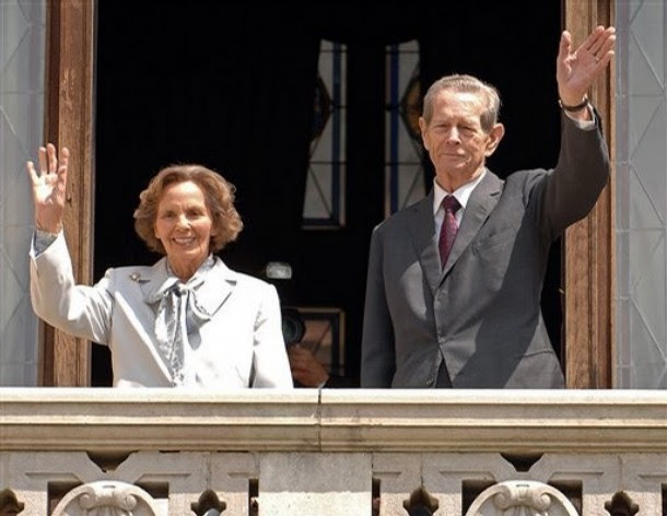 Former Romanian King Michael I, right, and his wife Ana, left, wave from the balcony of the Peles Castle, in Sinaia, Romania, which was officialy returned to the royal family Thursday June 5 2008. Michael I, who is 86, says his return to Peles Castle a 160-room palace in the Carpathian Mountains rights a historic wrong. Michael was born on the estate and spent most of his childhood there. The palace was confiscated when the Communist regime forced him to abdicate in 1947.(AP Photo/Paul Buciuta)