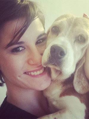 Dani Moreno resgatou um cão da raça beagle e incentiva a procura de novos lares para os pets (Foto: Reprodução/Instagram)