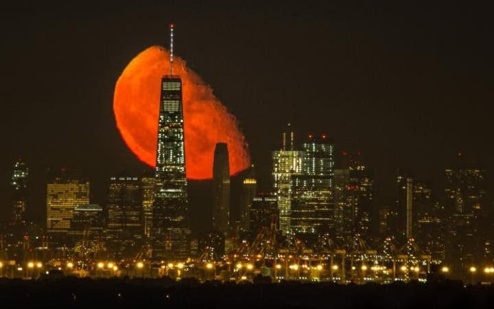 Resultado de imagen para red moon over nyc