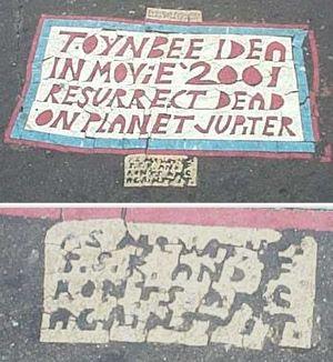 Kali  ini kita akan   membicarakan wacana fenomena pesan The Toynbee-Kubrick Tiles : Pesan Misterius di Jalanan