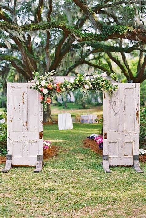 30 Fabulous Rustic Old Door Wedding Decoration Ideas
