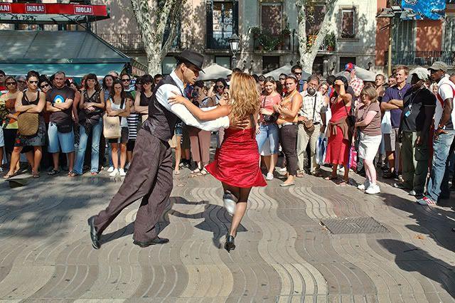 Tango Dancers in Las Ramblas, Barcelona [enlarge]