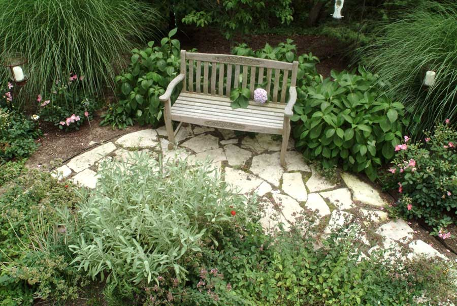 Front yard ideas landscaping borders edging yard for Front garden edging ideas