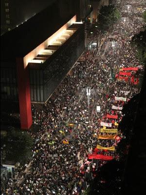 FOTOS: multidão toma ruas de SP (Tiago Queiroz/Estadão Conteúdo)