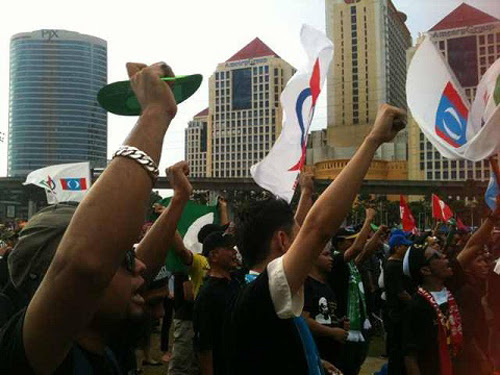 8835120231 6c0d4c2401 o Gambar dan Video Perhimpunan Blackout 505 di Petaling Jaya 25 Mei 2013