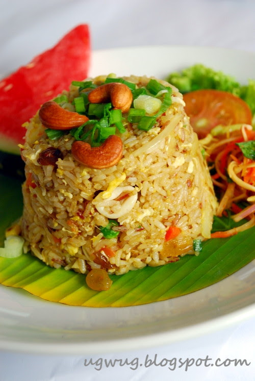 Pan Fried Rice with Pineapple and Assorted Seafood