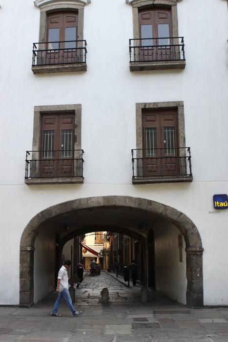 O Arco do Teles, em frente a Praça XV