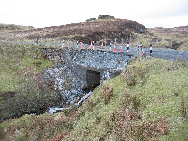 http://upload.wikimedia.org/wikipedia/commons/c/c0/Crumbling_Road_Bridge_-_geograph.org.uk_-_126937.jpg