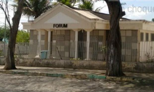 Bandidos arrombaram fórum e destruíram vários documentos / Foto: Divulgação/Agreste Violento.