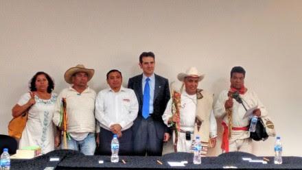 Córdova en la reunión con representantes de pueblos indígenas el pasado 23 de abril. Foto: Archivo/Proceso