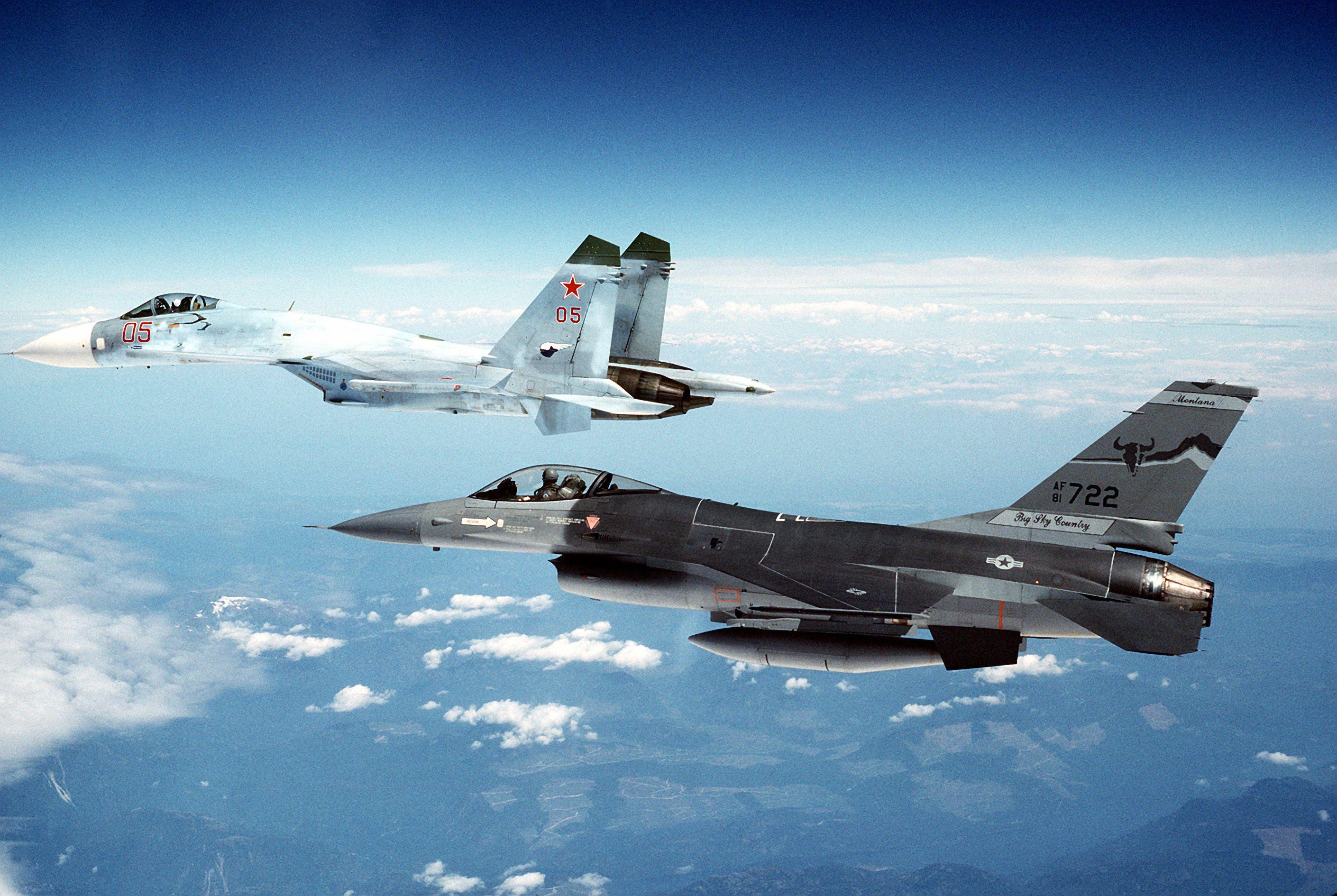 Resultado de imagem para f-16 x su-27