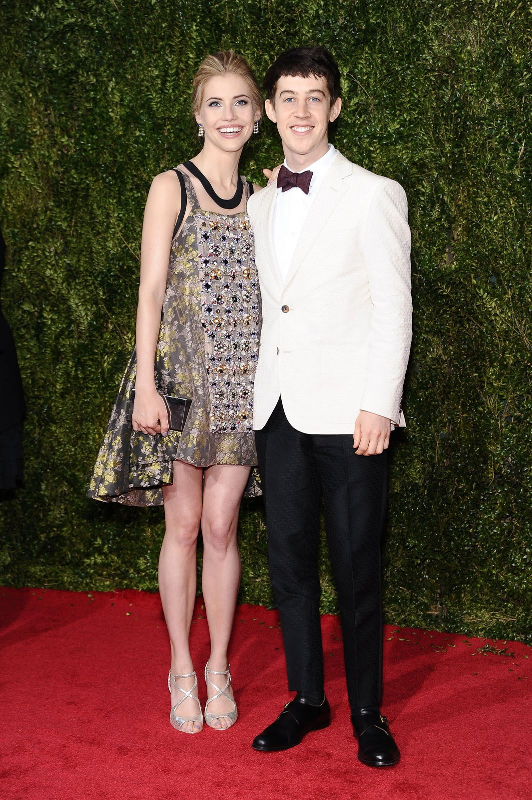 http://media.vogue.com/r/h_1600,w_1240/2015/06/08/walllis-currie-wood-alex-sharp-tonys-red-carpet.jpg