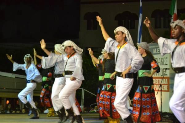 Εκλεψαν την παράσταση τα χορευτικά τμήματα στο Διεθνές Φεστιβάλ Παράδοσης Κυπαρισσίας (φωτογραφίες)