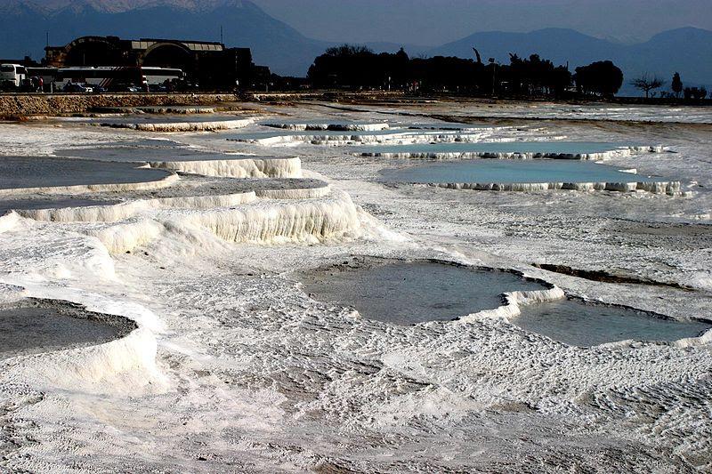 Archivo:Hot springs of Pamukkale.JPG