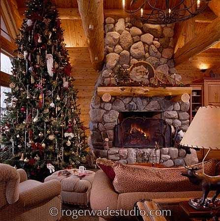 Christmas Tree And Fireplace Photos.Cozy And Colorful!