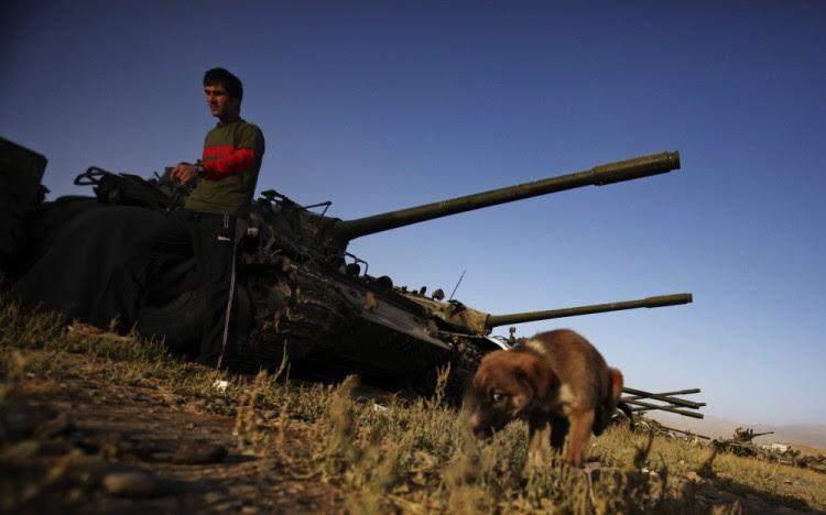 Оставшиеся от советской армии танки на окраине Кабула. Фото AP/Scanpix