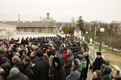 Μονή Ποτσάεφ, οι πιστοί φρουρούν το μοναστήρι