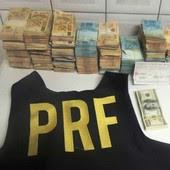 Polícia acha cerca de  R$ 1 milhão em carro (Polícia acha cerca  de R$ 1 milhão em carro (PRF/Divulgação))