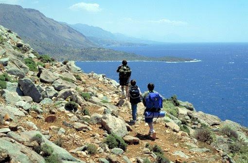Auf Kreta wandert man mit Rucksack – und neuerdings mit Bargeld. Foto: Fremdenverkehrszentrale