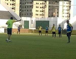 ABC - treino - Frasqueirão - Marcel, volante do ABC (Foto: Ricardo Silva)