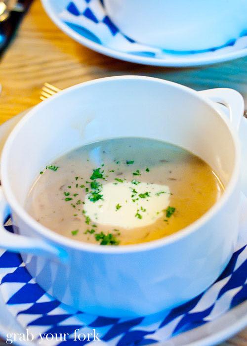 lowenbrau mushroom soup