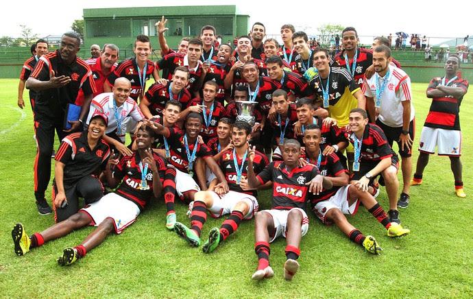 Jorge, lateral-esquerdo da base rubro-negra (Foto: Gilvan de Souza / Flamengo)